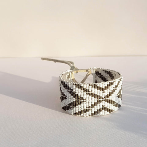 Bracelet Multi V Warrior Grey & White - Unik by Nature