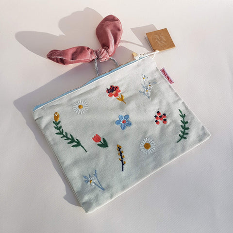 Pouch Embroided Wild Flowers light grey - Unik by Nature