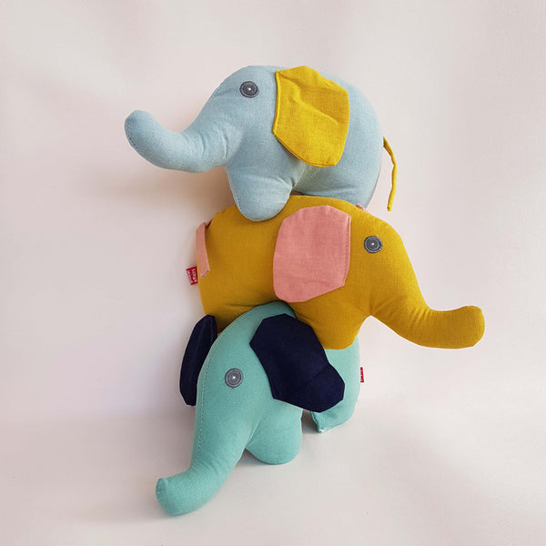 Global Affairs Elephant with Rattle - Unik by Nature
