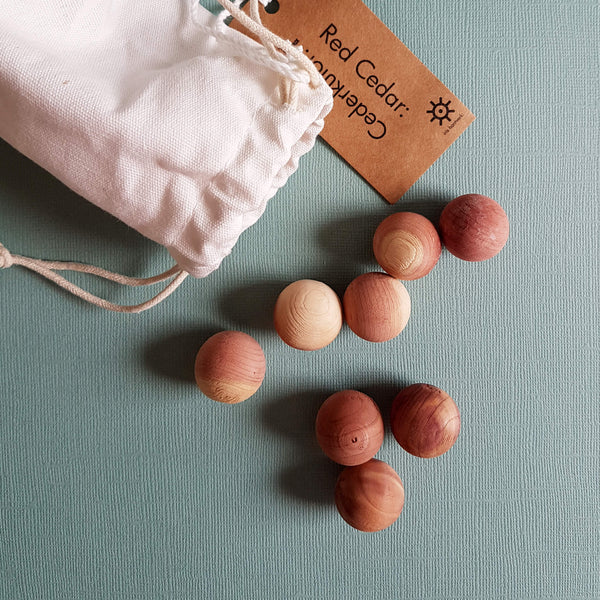 Iris Hantverk Red Cedarwood Balls in Cotton Bag Closet & Drawer Fragrance - Unik by Nature