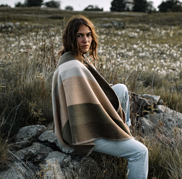 La Méricaine Wool Cape Hopi Warm Beige Stripes - Unik by Nature
