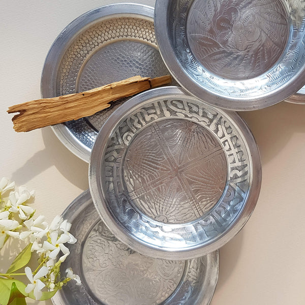Van Verre Tinklet plate hand beaten metal silver colour - Unik by Nature