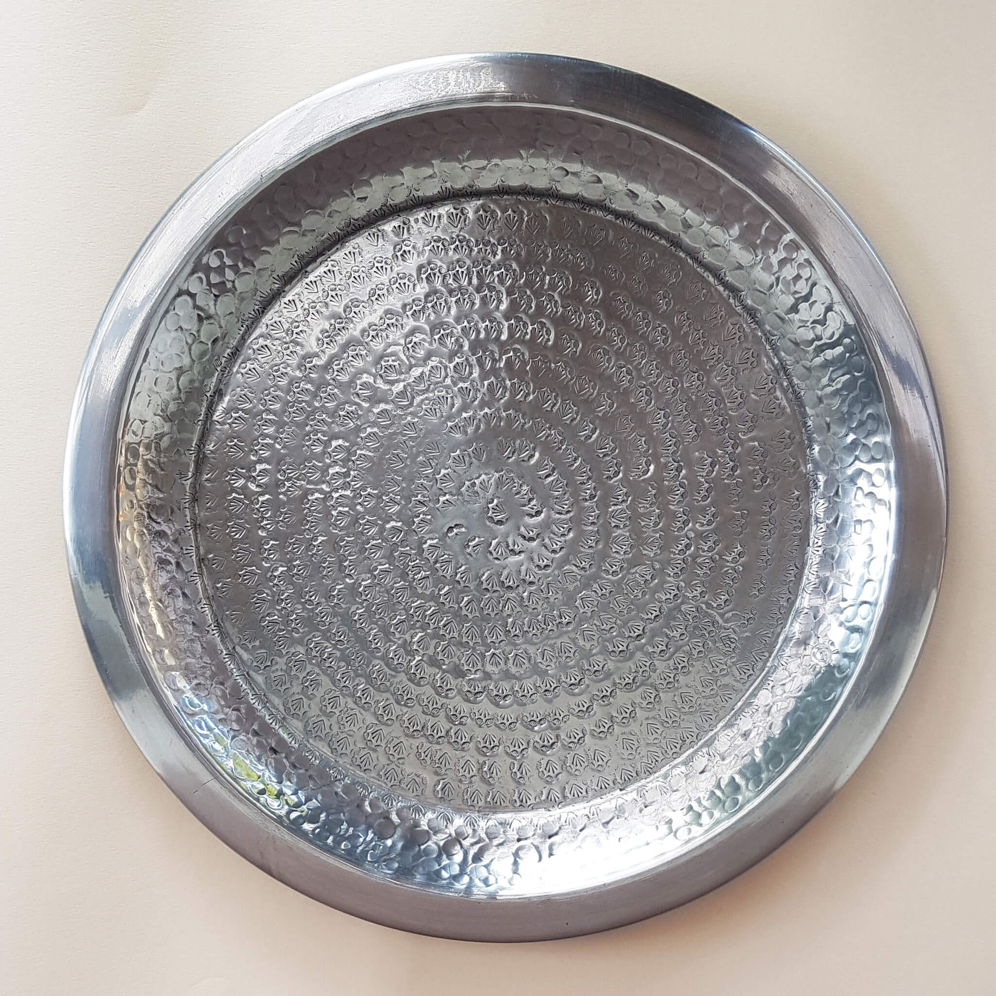 Van Verre Indian Darjeeling Tray hand beaten metal silver colour 28 cm - Unik by Nature