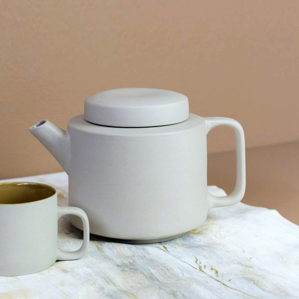 Clay Minimal Teapot - light grey mat texture  1350 ml - Unik by Nature