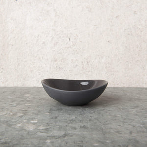 Oval Bowl Dark Mud porcelain - Unik by Nature