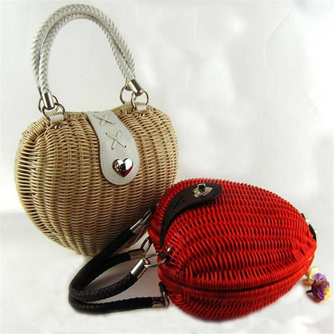 LindsiAlexander.com - Heart Shaped Straw Handbag