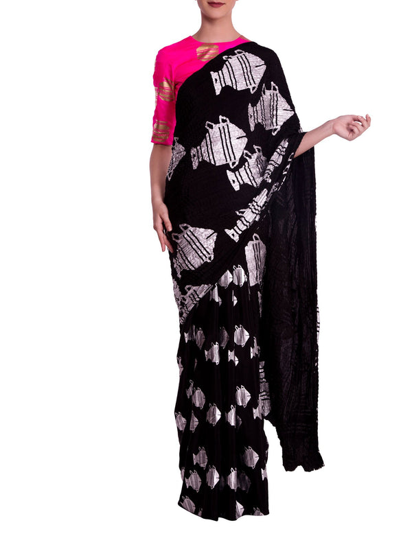 Black Heritage Fish Crushed Saree With Knockout Pink Blouse Piece