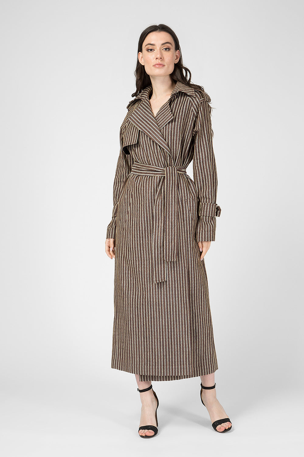 Beige trench for a belt