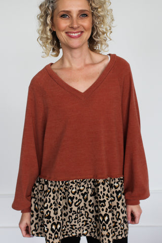 Dana Leopard Trim Top - boutique fashion - The Girls In Grey