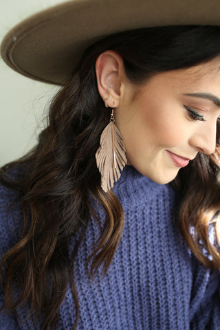 Taryn Feather Earrings Taupe