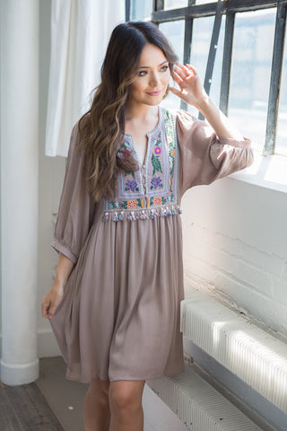Lauren Embroidered Dress - boutique fashion - The Girls In Grey