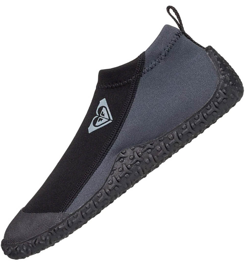 Textured soft sole with back heel reinforcement