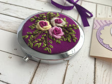 Embroidered mirror with special box and card - Falastini Brand