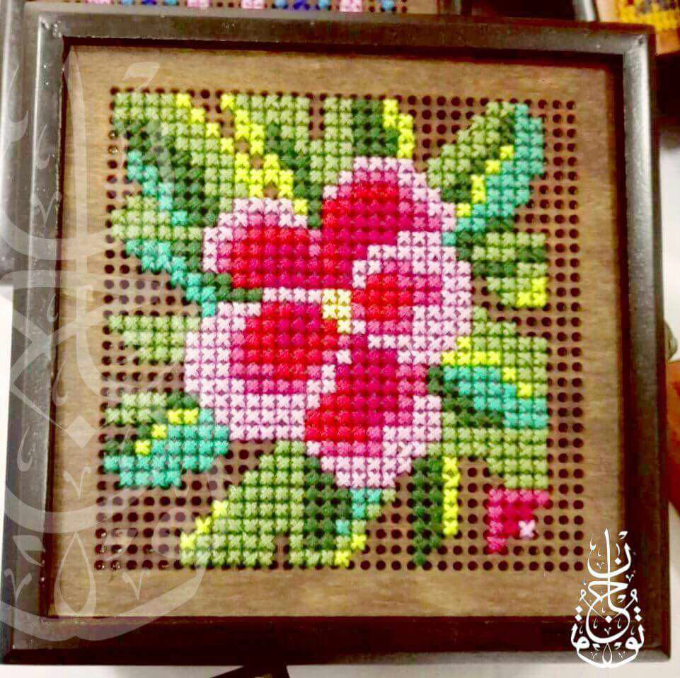 Small wooden flower embroidered box - Falastini Brand