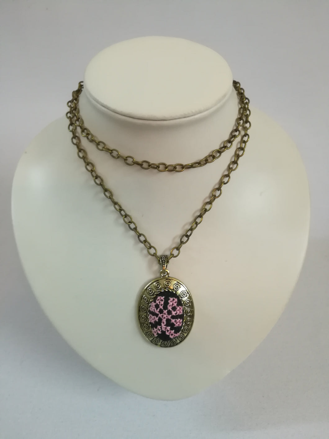 Golden color necklace with pink embroidery - Falastini Brand