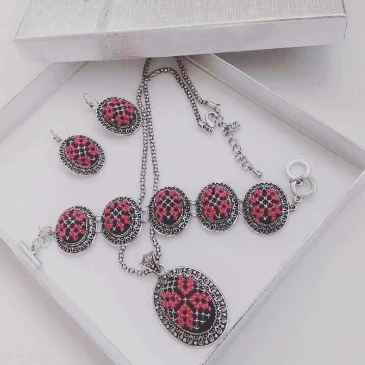 Jewelry set of pink and silver colored embroidery - Falastini Brand