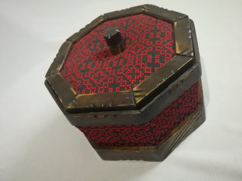 Antique embroidered box - Falastini Brand