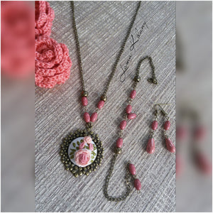 Bronze accessories set with flower embroidery - Falastini Brand