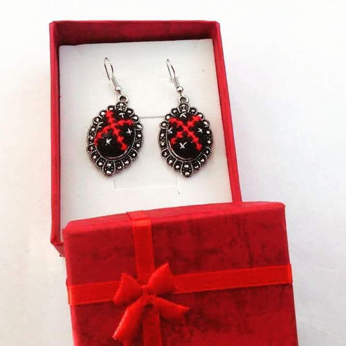 Hand embroidered black and red earrings - Falastini Brand
