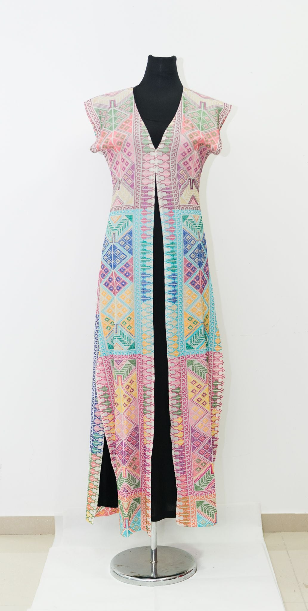 Multicolor embroidered vest with stunning embroidery - Falastini Brand