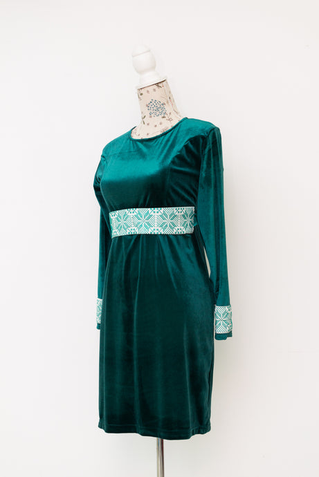 Short velvet dress with embroidered sleeves' cuffs and belt - Falastini Brand
