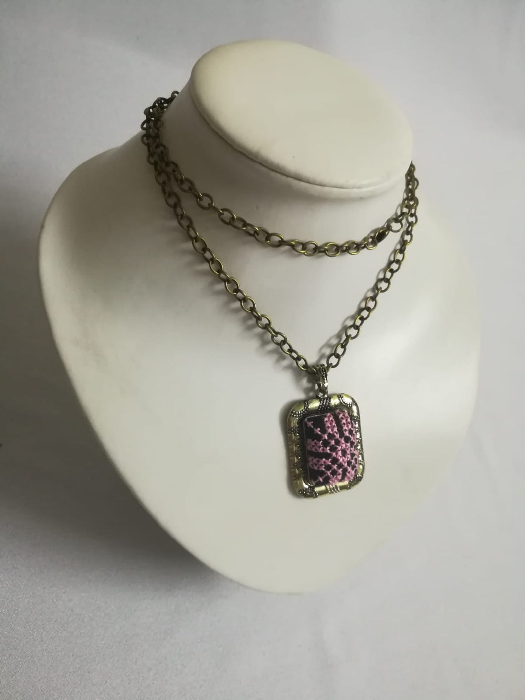 Golden necklace with pink embroidery - Falastini Brand