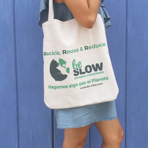 bolsa de tela ecologica ,tienda zero waste be-slow colombia, tienda be-slow colombia, tote bag, bolsa hecha de botellas de pet recicladas, bolsa hecha de tela reciclada, bolsa de tela multiusos, bolsa de tela reutilizable, bolsa de tela reutilizable  hagakure, bolsa de tela ecologica be slow, bolsa de tela  ecologica colombia