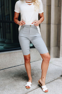 Everyday Colored Bermudas in Light Gray