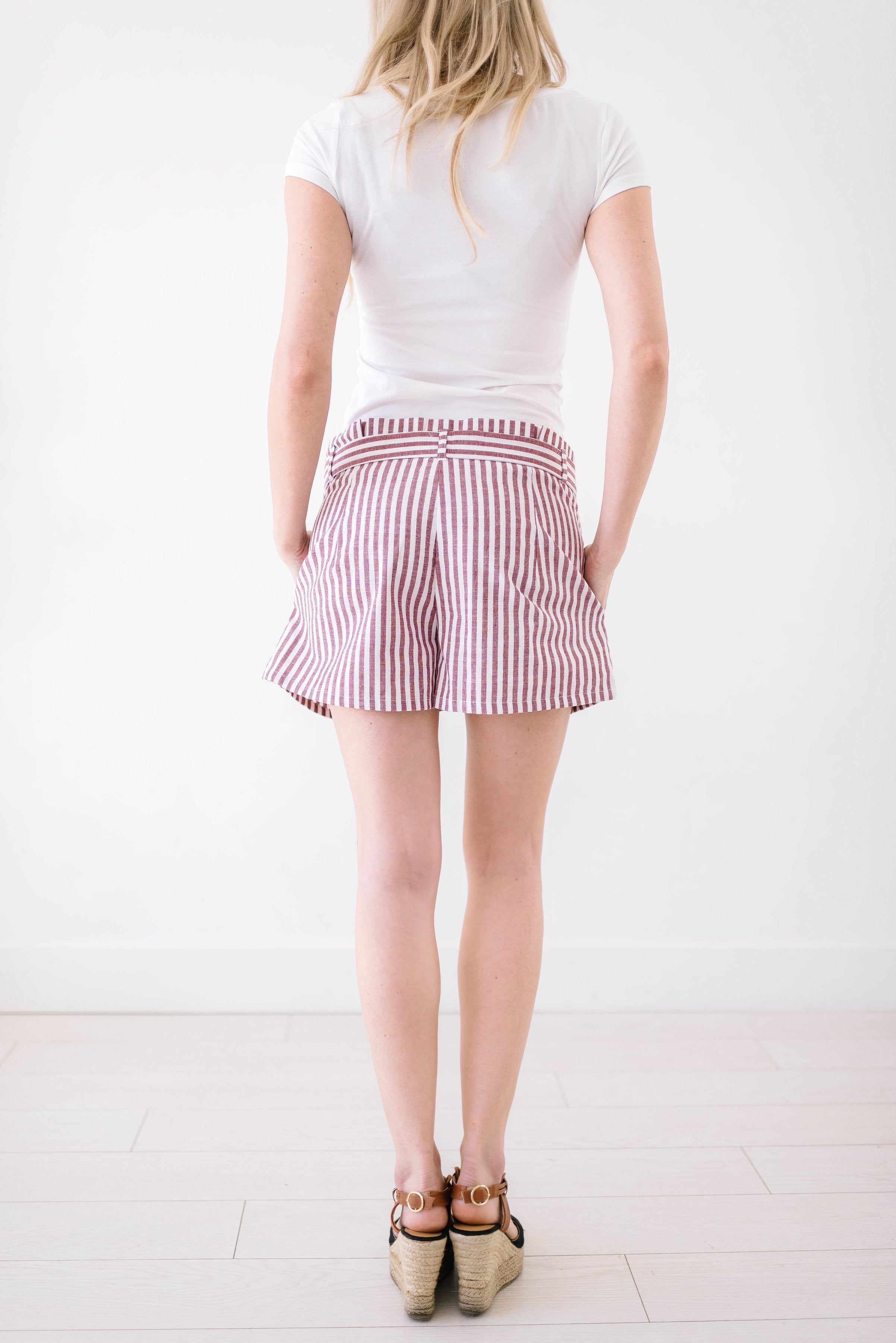 Lakeside Linen Shorts In Red