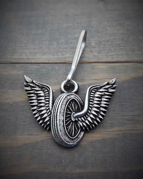 "Zipper Pull - Winged Wheel (1.5"" x 1"")"