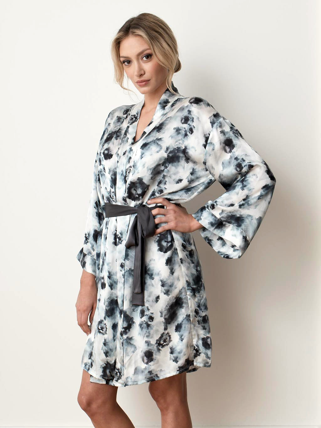 Silk satin robe - London print front