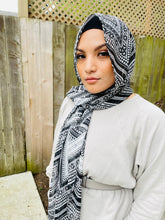 Limited Edition Crinkle Chiffon Hijab: Bold Black & White Chevrons