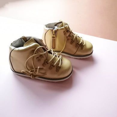 AKID Kids Jasper Gold Boots UK 9 infant