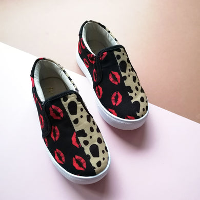 AKID Kids Leopard + Lips Print Unworn Slip-ons UK 8 infant