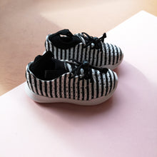 AKID Monochrome Chase Trainers Shoes - UK 7 US 8 infant