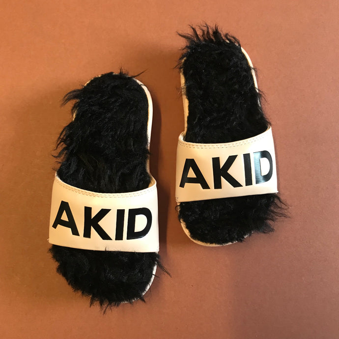 AKID Aston Pink + Black Slides Unworn EU 29, US 12, UK 11