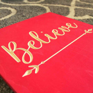 Believe_Wood_Signs_Christmas_Decorations_Closeup_red