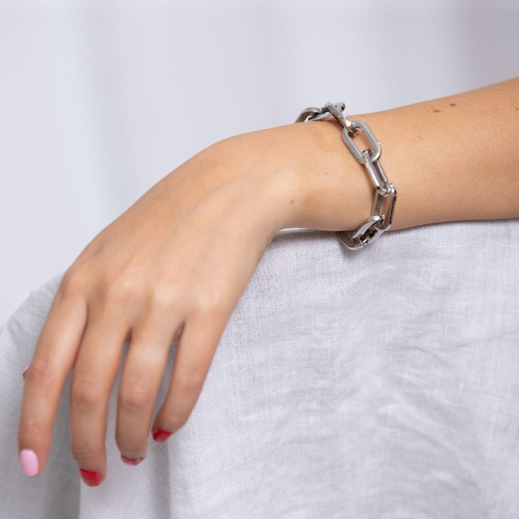 Girl wearing chunky chain bracelet in gunmetal silver.