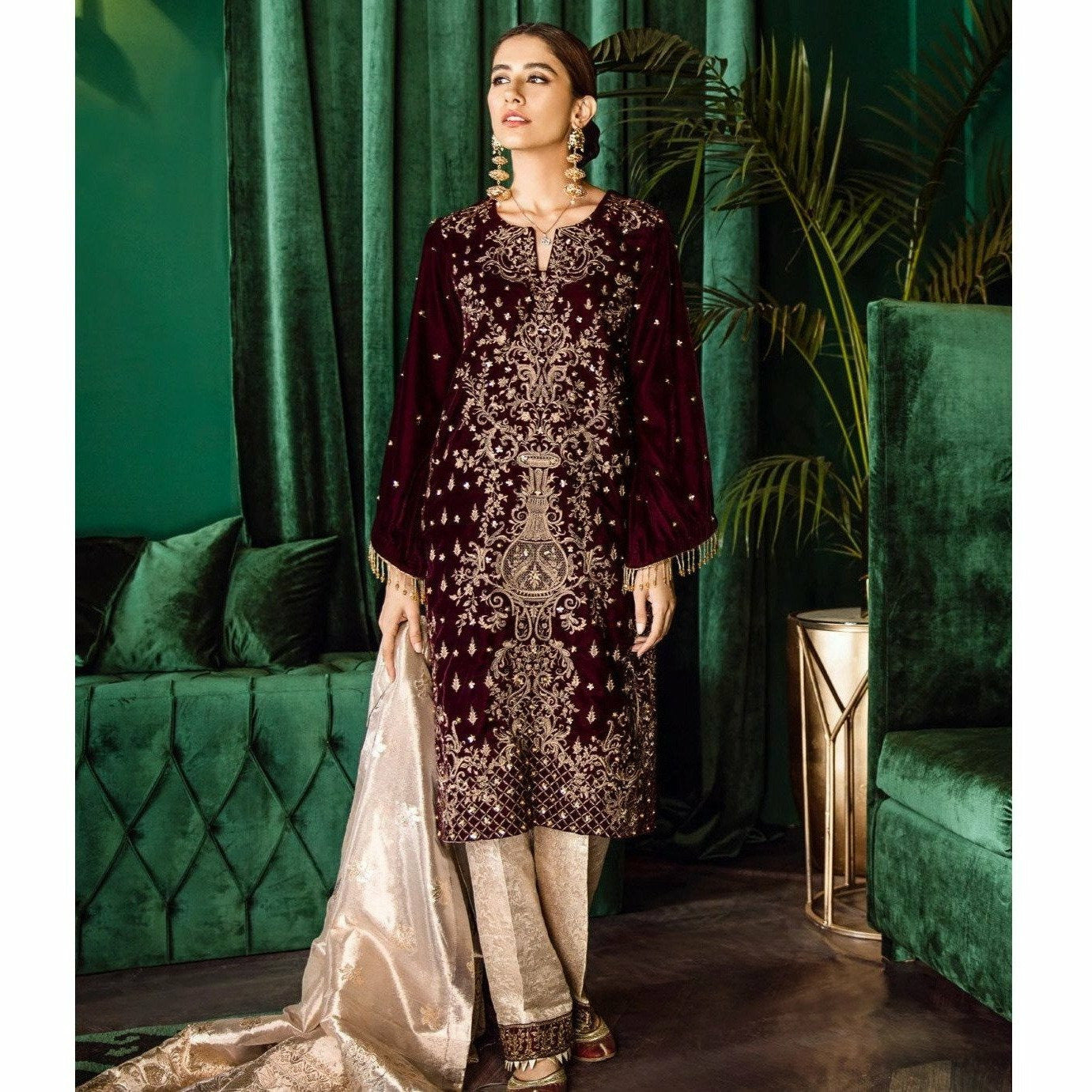 Iznik | Festive Velvet 19 | Vogue 11 - House of Faiza