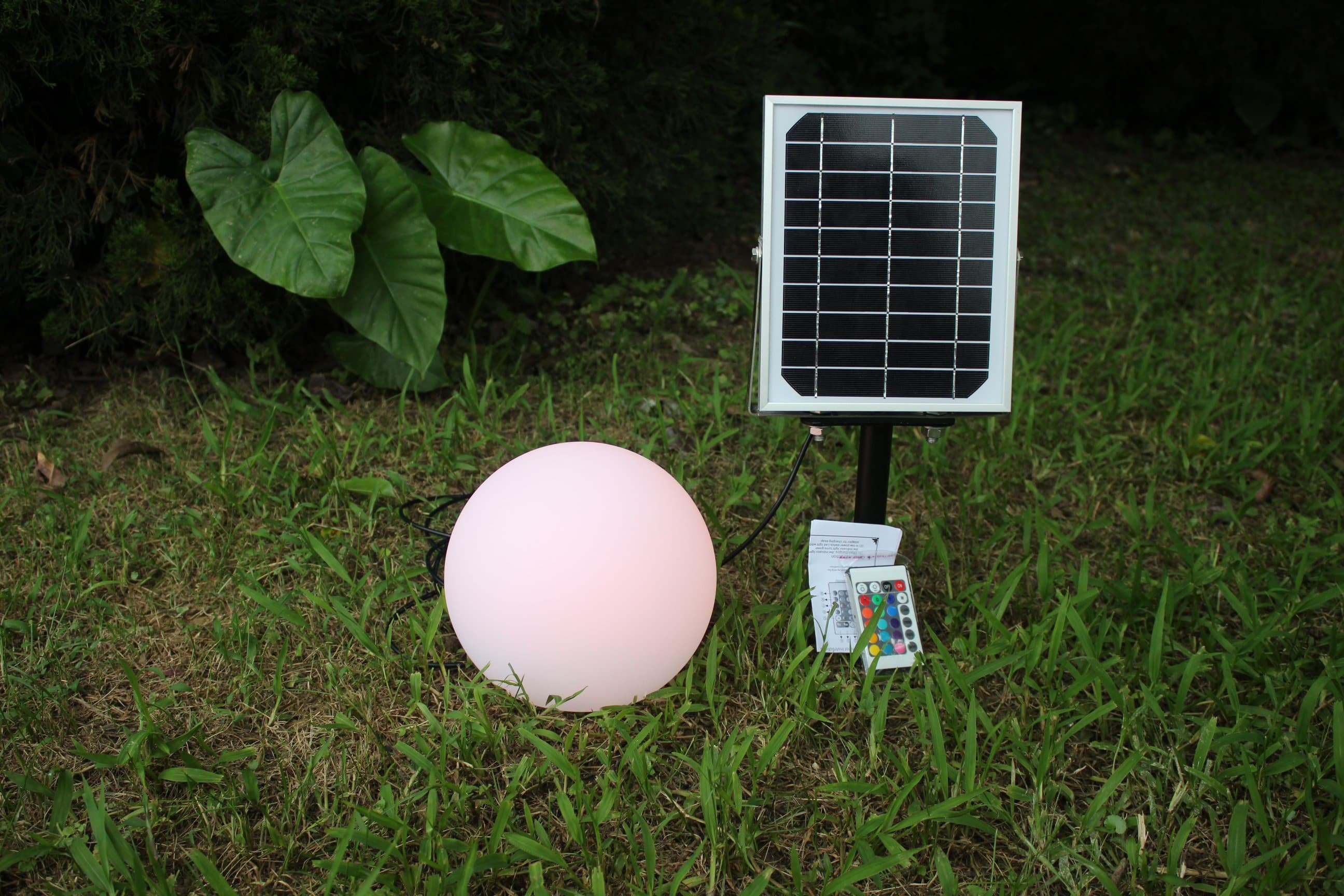 SOLAR LIGHT GARDEN BALL WITH 8 COLOURS & REMOTE CONTROLLER