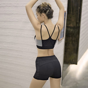 Elastic Waist with 2 Pockets Black Yoga Shorts - yogashopper