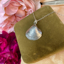 Load image into Gallery viewer, Sterling silver Venus shell pendant