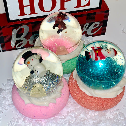 Holiday Snow Globe Bath Bomb