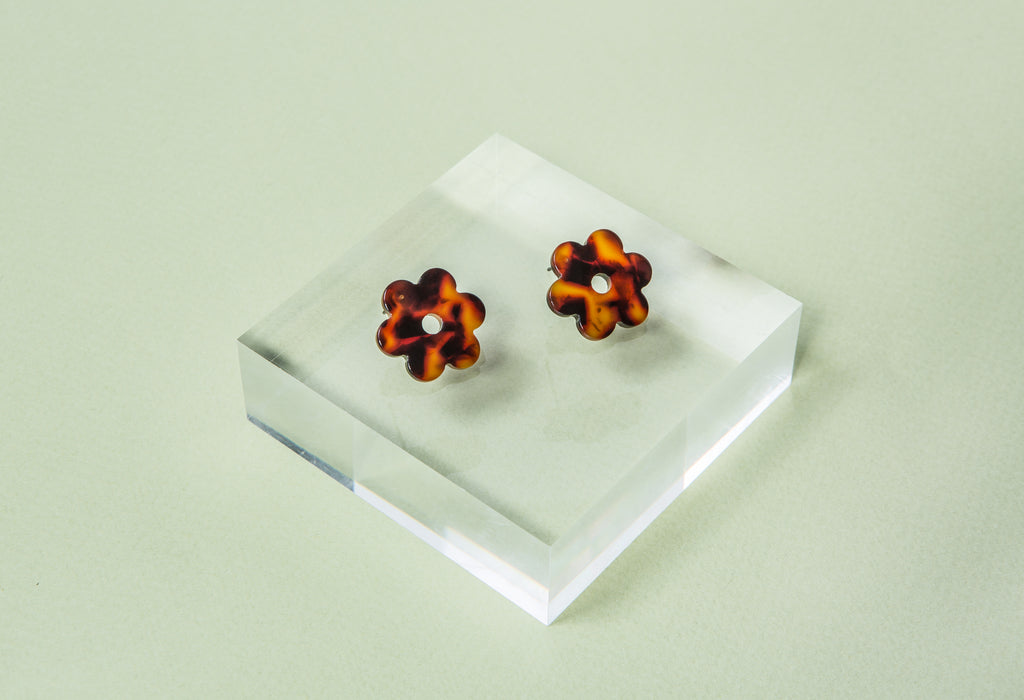 Small Daisy Earrings- Tortoise