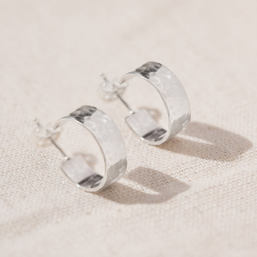 HAMMERED CHUNKY SILVER MEDIUM HOOP EARRINGS - AGONDA