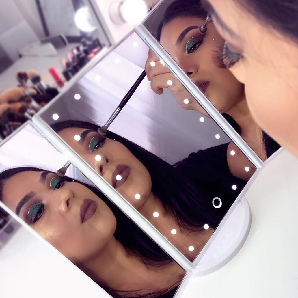 22 LED Makeup Mirror with Touch Screen - hauzstyle.com