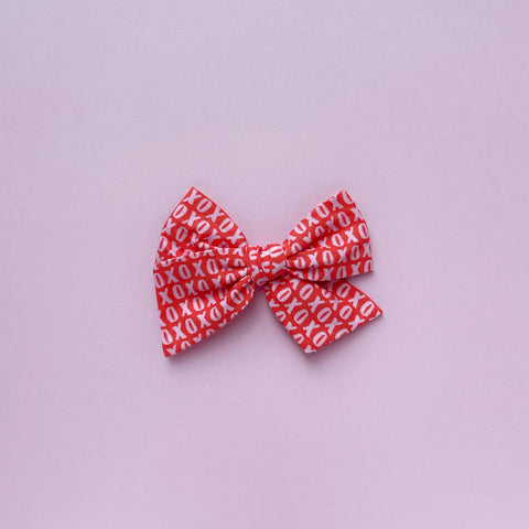 Red and Pink XOXO Pinwheel Fabric Bow