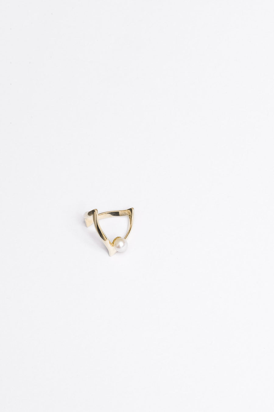 En Pointe Ring with Pearl | 9K Yellow Gold