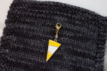 Deluxe Yellow Mod Triangle Progress Marker