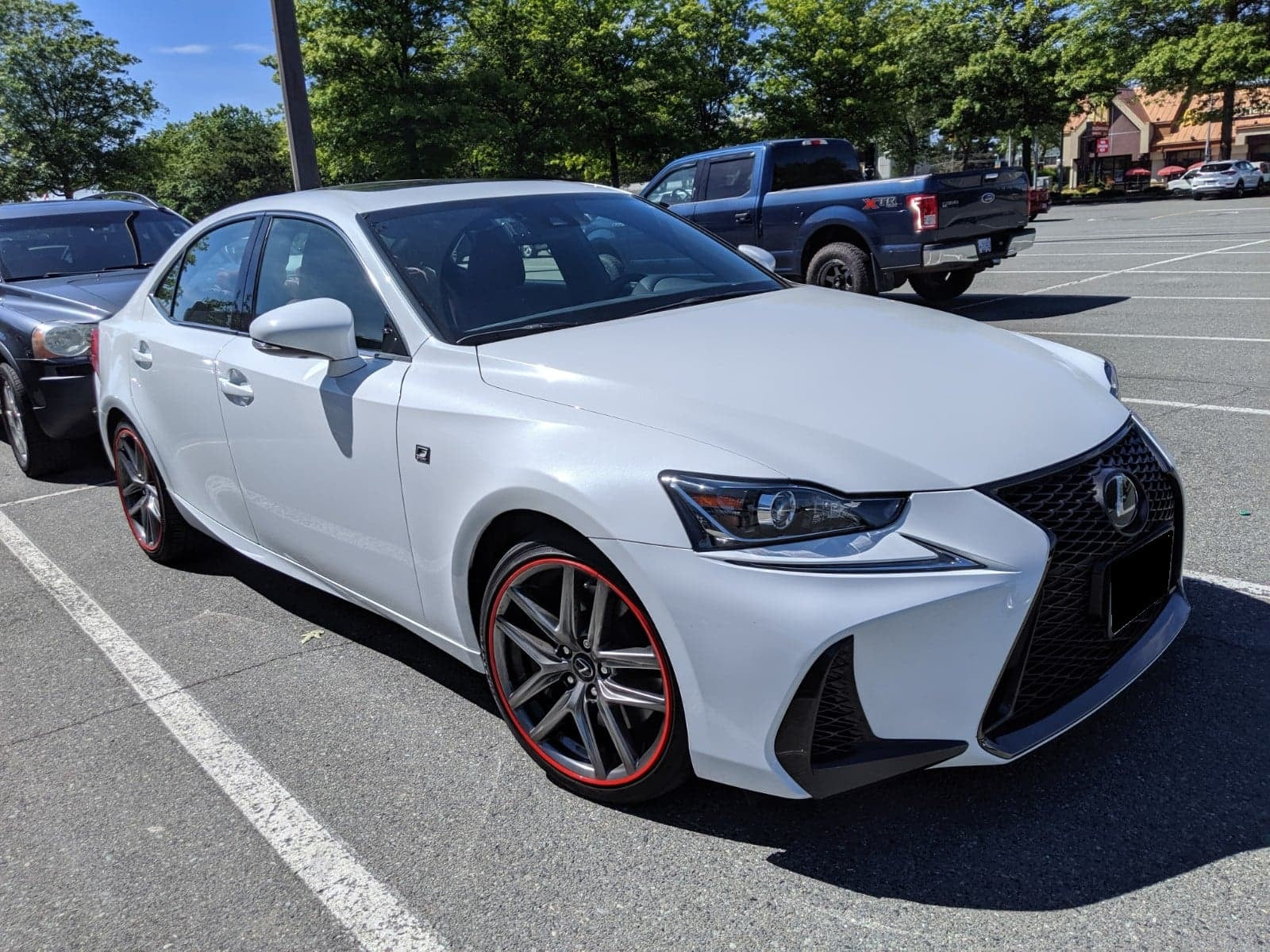 White Lexus IS Red alloygator